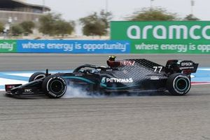 Valtteri Bottas, Mercedes F1 W11, locks up