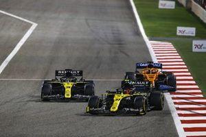 Esteban Ocon, Renault F1 Team R.S.20, Daniel Ricciardo, Renault F1 Team R.S.20, and Carlos Sainz Jr., McLaren MCL35