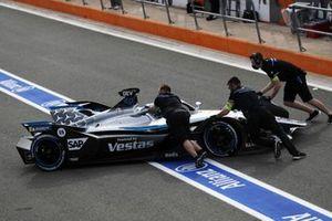 Nyck de Vries, Mercedes-Benz EQ, EQ Silver Arrow 02, ritorna ai box