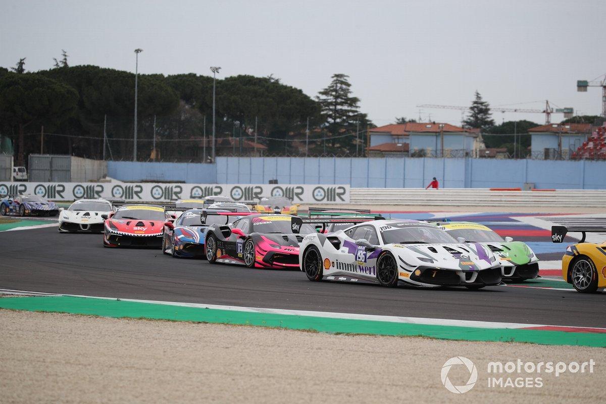 La partenza di Gara1 della Coppa Shell