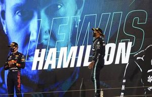 Lewis Hamilton, Mercedes W12 1st and Max Verstappen, Red Bull Racing RB16B 2nd on the podium