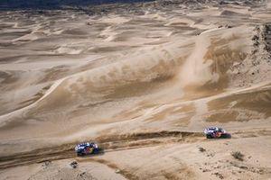 #300 X-Raid Mini JCW Team: Carlos Sainz, Lucas Cruz, #302 X-Raid Mini JCW Team: Stéphane Peterhansel, Edouard Boulanger