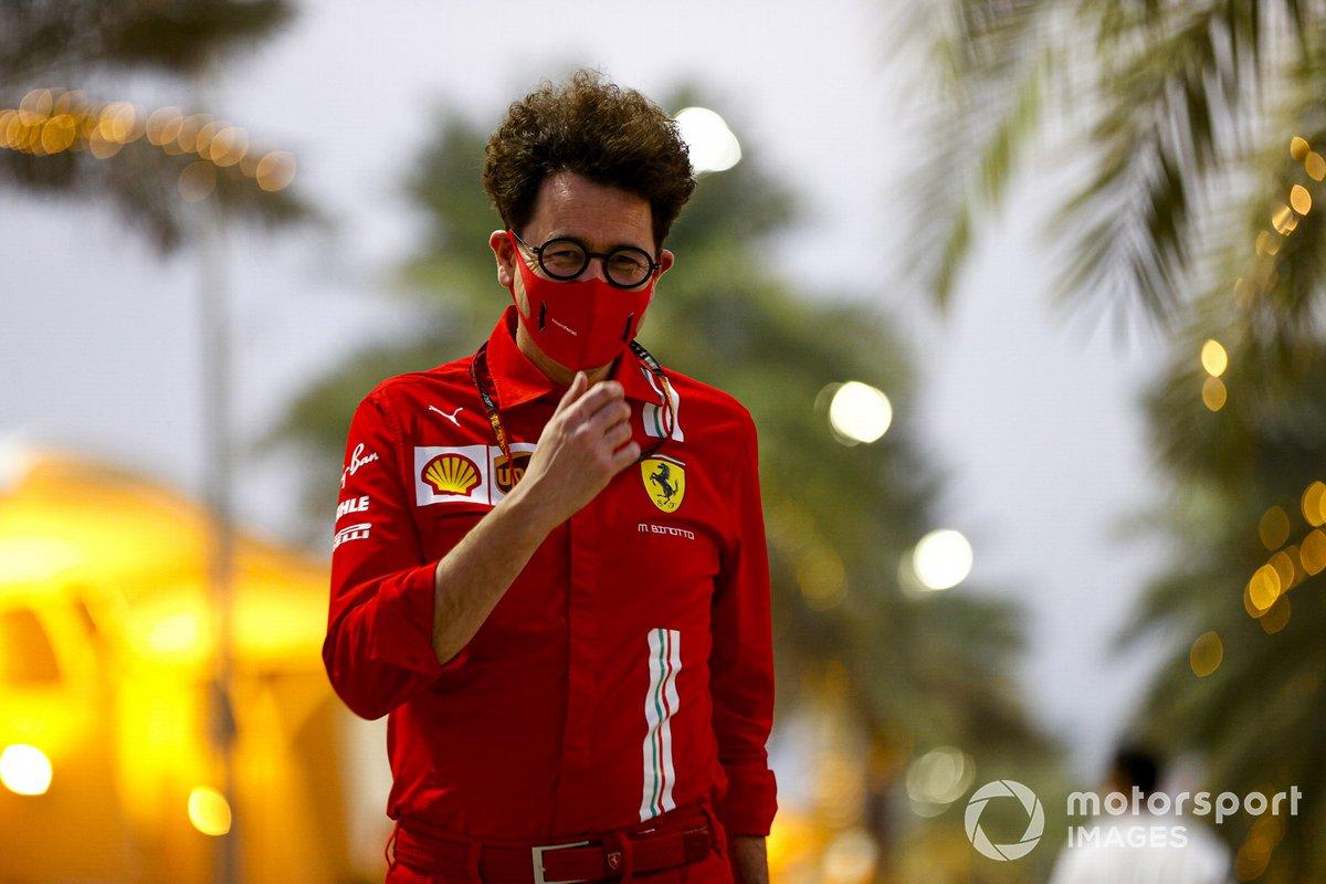 Mattia Binotto, director del equipo Ferrari en el paddock