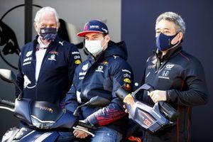Helmut Marko, Consultant, Red Bull Racing, Max Verstappen, Red Bull Racing and Masashi Yamamoto, General Manager, Honda Motorsport