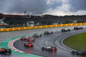 Carlos Sainz Jr., McLaren MCL35, Kevin Magnussen, Haas VF-20, Antonio Giovinazzi, Alfa Romeo Racing C39, Daniil Kvyat, AlphaTauri AT01, Pierre Gasly, AlphaTauri AT01, and the remainder of the field at the start