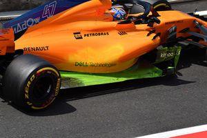 Lando Norris, McLaren MCL33 with aero paint on sidepod and floor