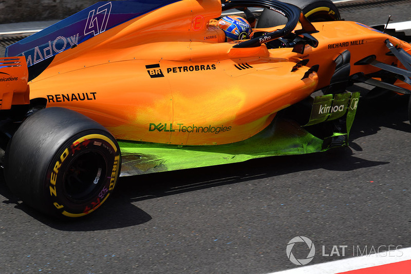 Lando Norris, McLaren MCL33 with aero paint on sidepod and floor