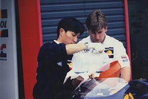 Механик Алекс Бриггс, 1999 год