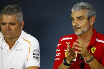 Gil de Ferran, Sporting Director, McLaren, and Maurizio Arrivabene, Team Principal, Ferrari, in the Team Principals' Press Conference