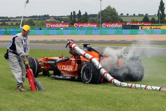 Christijan Albers, Spyker F8-VII se retira con la manguera de combustible todavía unida al automóvil