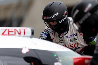 Toyota Gazoo Racing techneut aan het werk