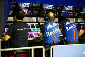 Franz Tost, Team Principal, Scuderia Toro Rosso, al muretto box