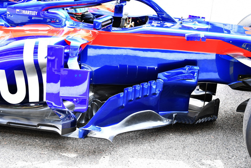 Scuderia Toro Rosso STR13 bargeboardlar