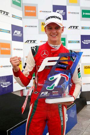 Podio: il vincitore della gara Mick Schumacher, PREMA Theodore Racing Dallara F317 - Mercedes-Benz