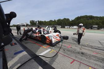 #54 CORE autosport ORECA LMP2, P - Jon Bennett, Colin Braun pit stop.