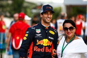 Daniel Ricciardo, Red Bull Racing, with a fan