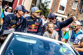 Timmy Hansen, Team Peugeot Total, Kevin Hansen, Team Peugeot Total, Sébastien Loeb, Team Peugeot Total, en el desfile