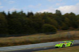 #911 Manthey Racing Porsche 911 GT R: Fred Makowiecki, Laurens Vanthoor