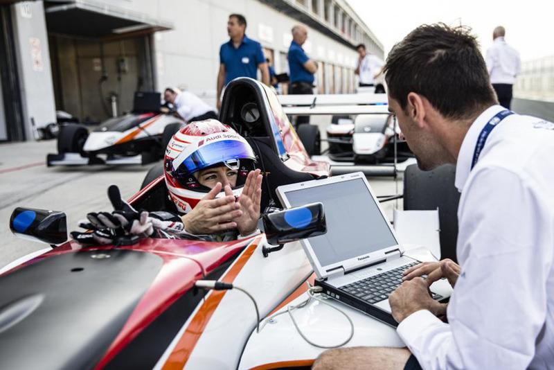 Programa de la FIA para mujeres piloto