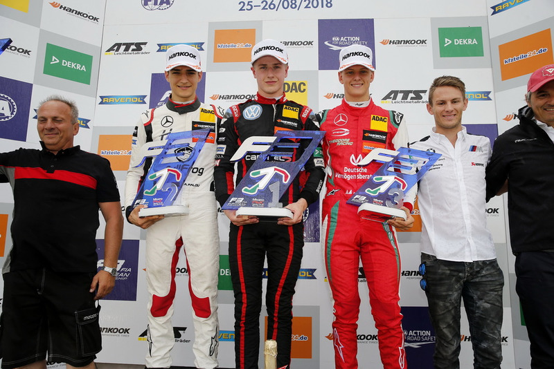 Podio: il vincitore della gara Jüri Vips, Motopark Dallara F317 - Volkswagen, il secondo classificato Alex Palou, Hitech Bullfrog GP Dallara F317 - Mercedes-Benz, il terzo classificato Mick Schumacher, PREMA Theodore Racing Dallara F317 - Mercedes-Benz e Marco Wittmann, BMW Team RMG
