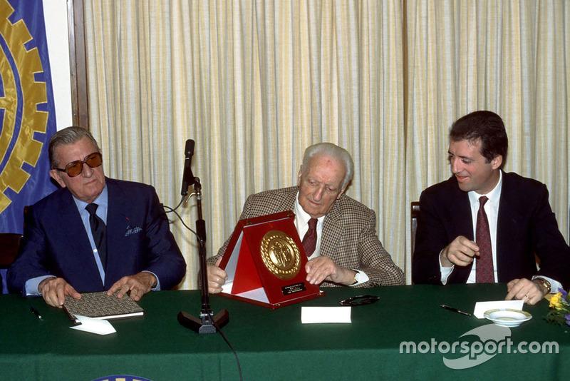 Maranello 1987, Enzo Ferrari junto a su hijo Piero Ferrari y el presidente de la FIA Jean Marie Balestre