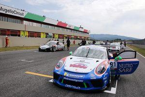 La Porsche 911 GT3 Cup di Marco Cassara, Ombra Racing, in griglia di partenza