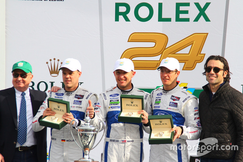 Podium GTLM: winnaars Joey Hand, Dirk Müller, Sébastien Bourdais, Ford Performance Chip Ganassi Racing