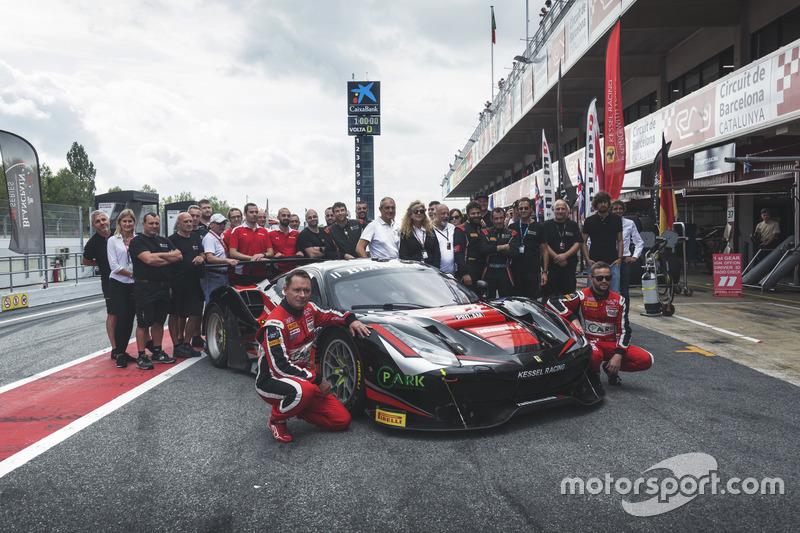 Ferrari 488 #11: Giacomo Piccini, Michal Broniszewsk, Kessel Racing