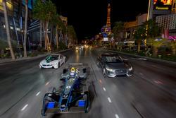 Сем Бьорд, DS Virgin Racing, Мітч Еванс, Jaguar Racing, в концепт-карі I-Pace SUV, Антону Фелікс да Кошта, Amlin Andretti Formula E Team, за кермом BMW i8