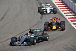 Lewis Hamilton, Mercedes AMG F1 W08, Max Verstappen, Red Bull Racing RB13, Felipe Massa, Williams FW