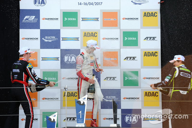 Podium: winnaar Callum Ilott, Prema Powerteam, Dallara F317 - Mercedes-Benz, tweede Joel Eriksson, M
