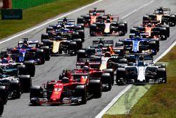 Start des Rennens: Felipe Massa, Williams FW40, neben der Strecke