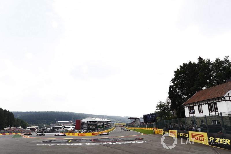 Ніко Хюлькенберг, Renault Sport F1 Team RS17, Естебан Окон, Серхіо Перес, Sahara Force India F1 VJM10