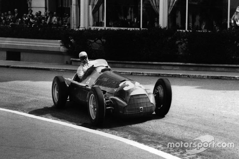 Juan Manuel Fangio vence em Mônaco e iguala Farina
