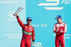Lucas di Grassi, ABT Schaeffler Audi Sport, e Felix Rosenqvist, Mahindra Racing, sul podio