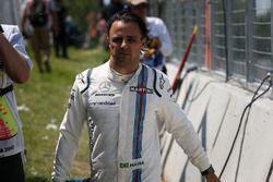 Uitvaller Felipe Massa, Williams loopt terug na uit de race te zijn gecrasht