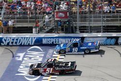 Kyle Busch, Kyle Busch Motorsports Toyota Austin Cindric, Brad Keselowski Racing Ford