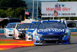 Danica Patrick, Stewart-Haas Racing Ford, Ricky Stenhouse Jr., Roush Fenway Racing Ford