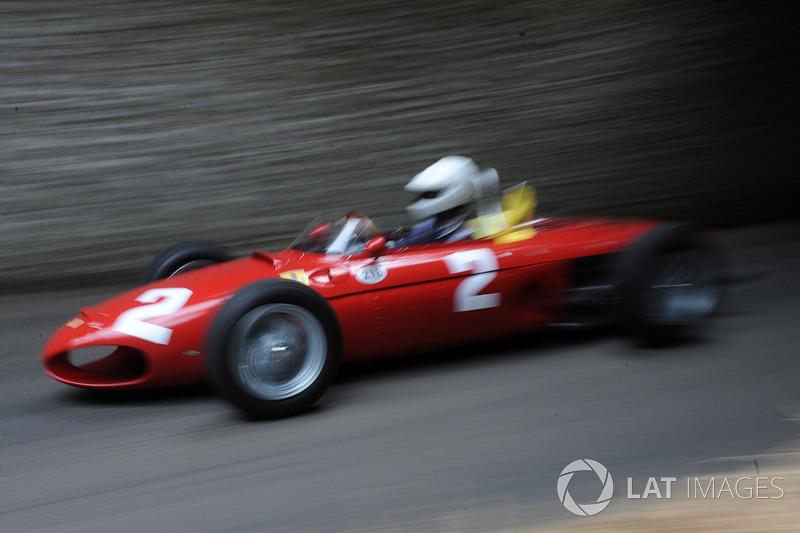 Дерек Хилл, Ferrari Sharknose