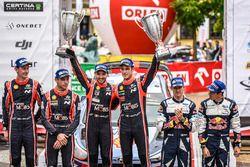 Podium : les vainqueurs Thierry Neuville, Nicolas Gilsoul, Hyundai Motorsport, les deuxièmes Hayden Paddon, Sebastian Marshall, Hyundai Motorsport, les troisièmes Sébastien Ogier, Julien Ingrassia, M-Sport