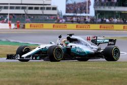 Ganador de la carrera Lewis Hamilton, Mercedes AMG F1 celebra