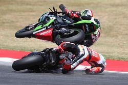 Авария: Чаз Дэвис, Ducati Team, и Джонатан Рей, Kawasaki Racing