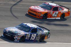 Matt Tifft, Joe Gibbs Racing Toyota, Kyle Larson, Chip Ganassi Racing Chevrolet