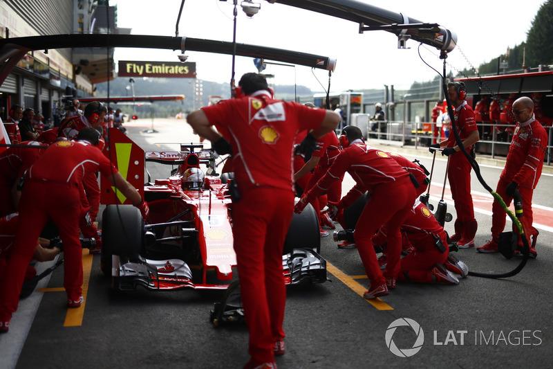 Sebastian Vettel, Ferrari SF70H, fa una prova di pit stop