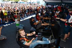 Formel-E-Fahrer beim eRace