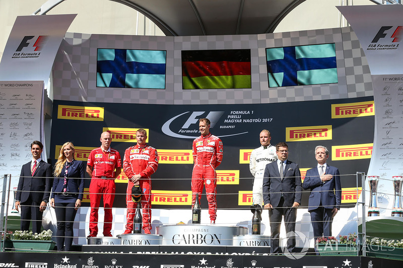 Podio: ganador de la carrera Sebastian Vettel, Ferrari, segundo lugar tercer lugar de Kimi Raikkonen