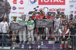 AM-Cup Podio: Ganadores de la carrera #888 Kessel Racing Ferrari 488 GT3: Jacques Duyver, Marco Zanu