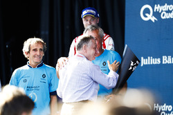 Alain Prost, Jean Todt et Jean-Paul Driot sur le podium