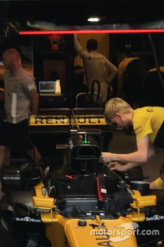 Robert Kubica, Reanault F1 Team, in attesa di scendere in pista