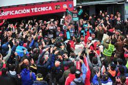 Rubens Barrichello comemora vitória em Buenos Aires